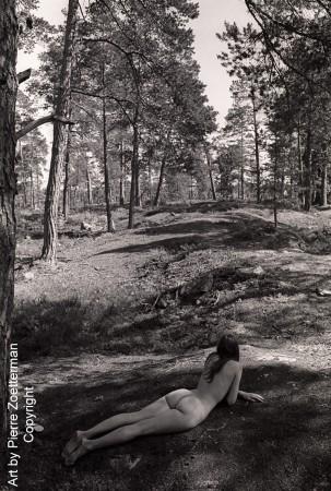 Yvonne i skog 01