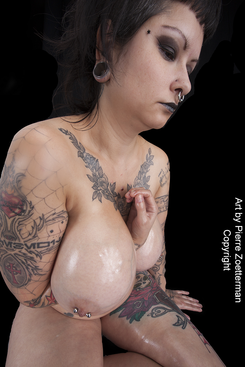 nude women in tattoo