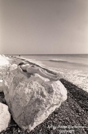 Yvonne på sten 03